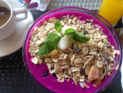 Dragonfruit breakfast bowl